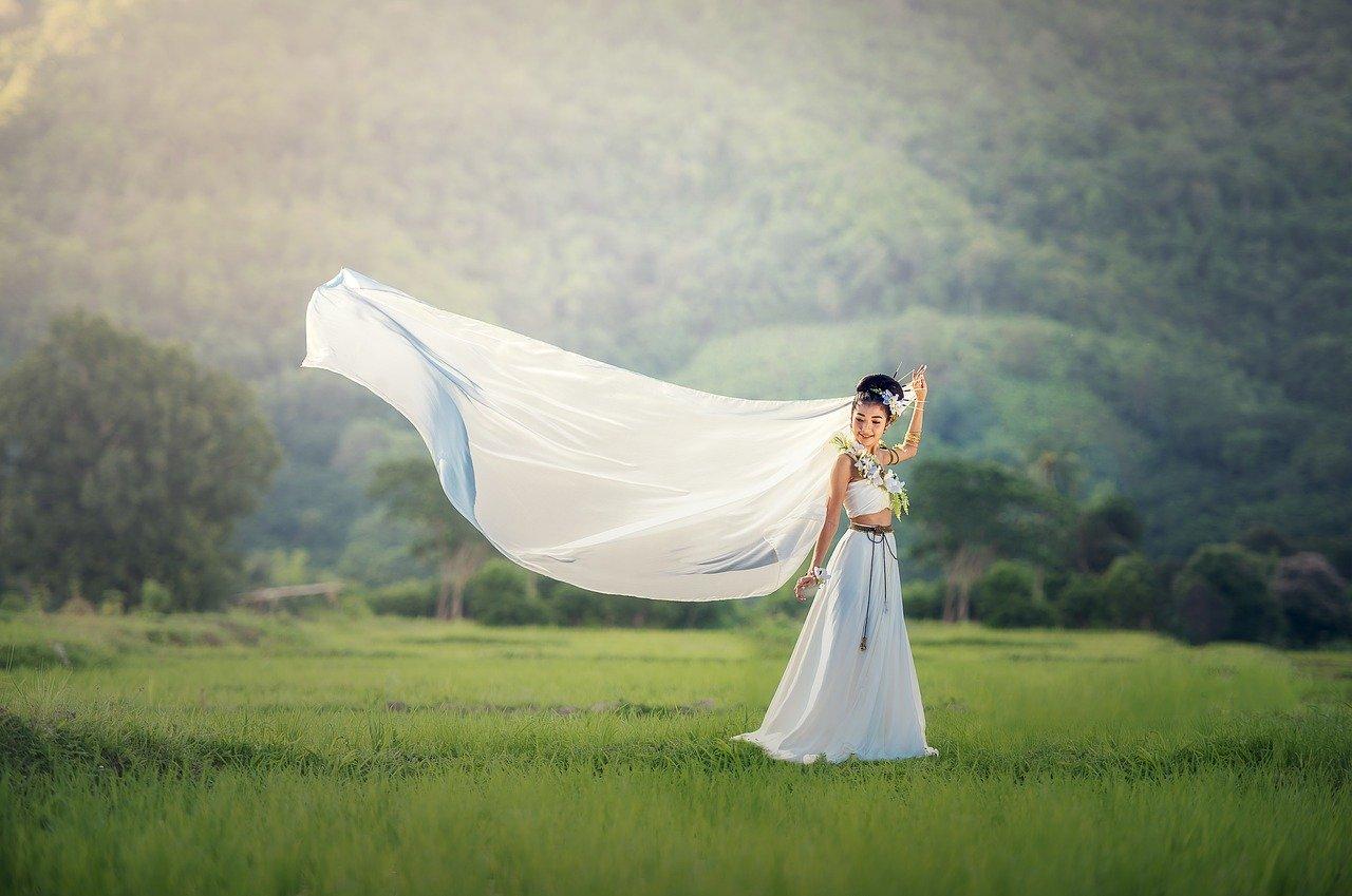 Dlaczego warto z wyprzedzeniem kupić suknie ślubne Kraków?