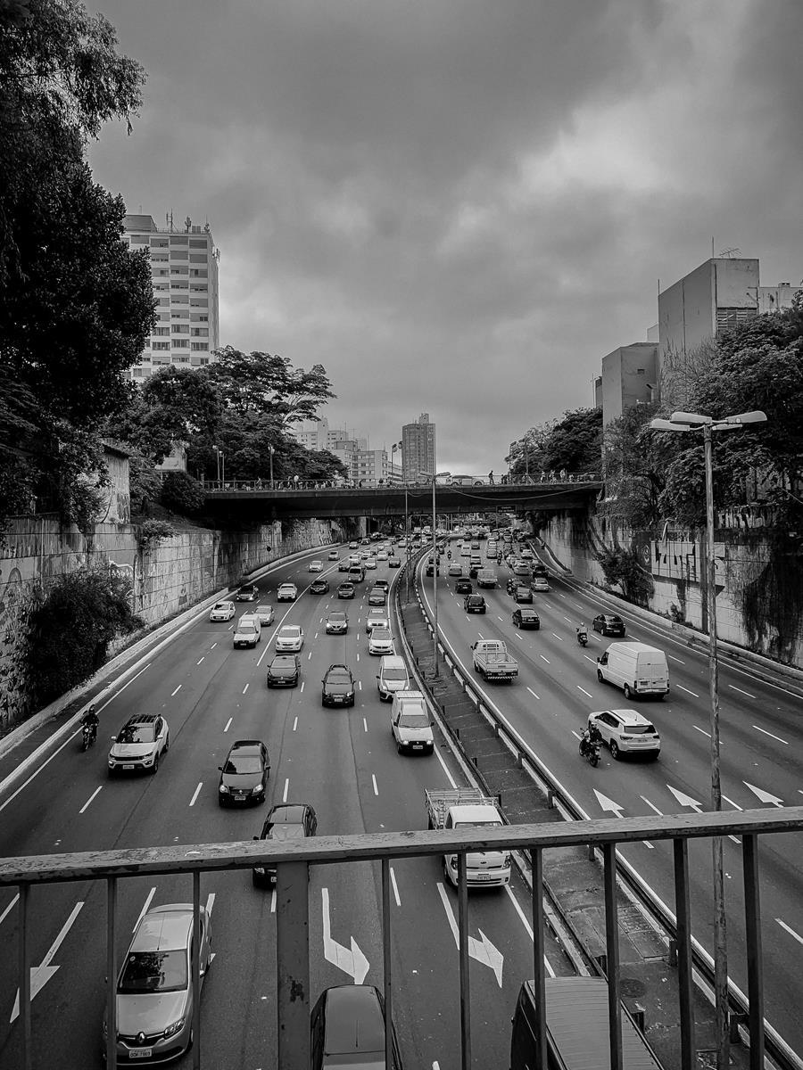 Jak naleźć firmę realizującą pomoc drogową?