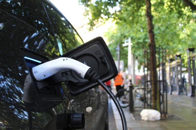 Na, co zwrócić uwagę przy zakupie samochodu elektrycznego?