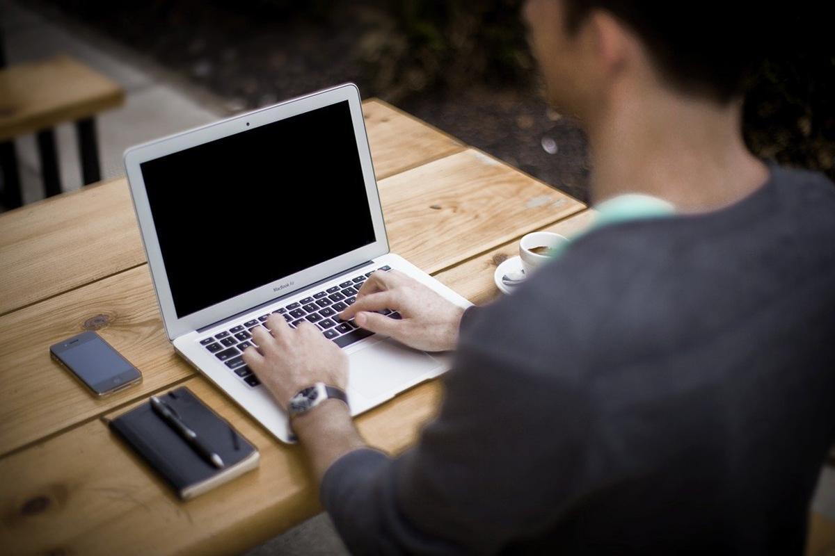 Wygodne zamawianie usług kurierskich on-line