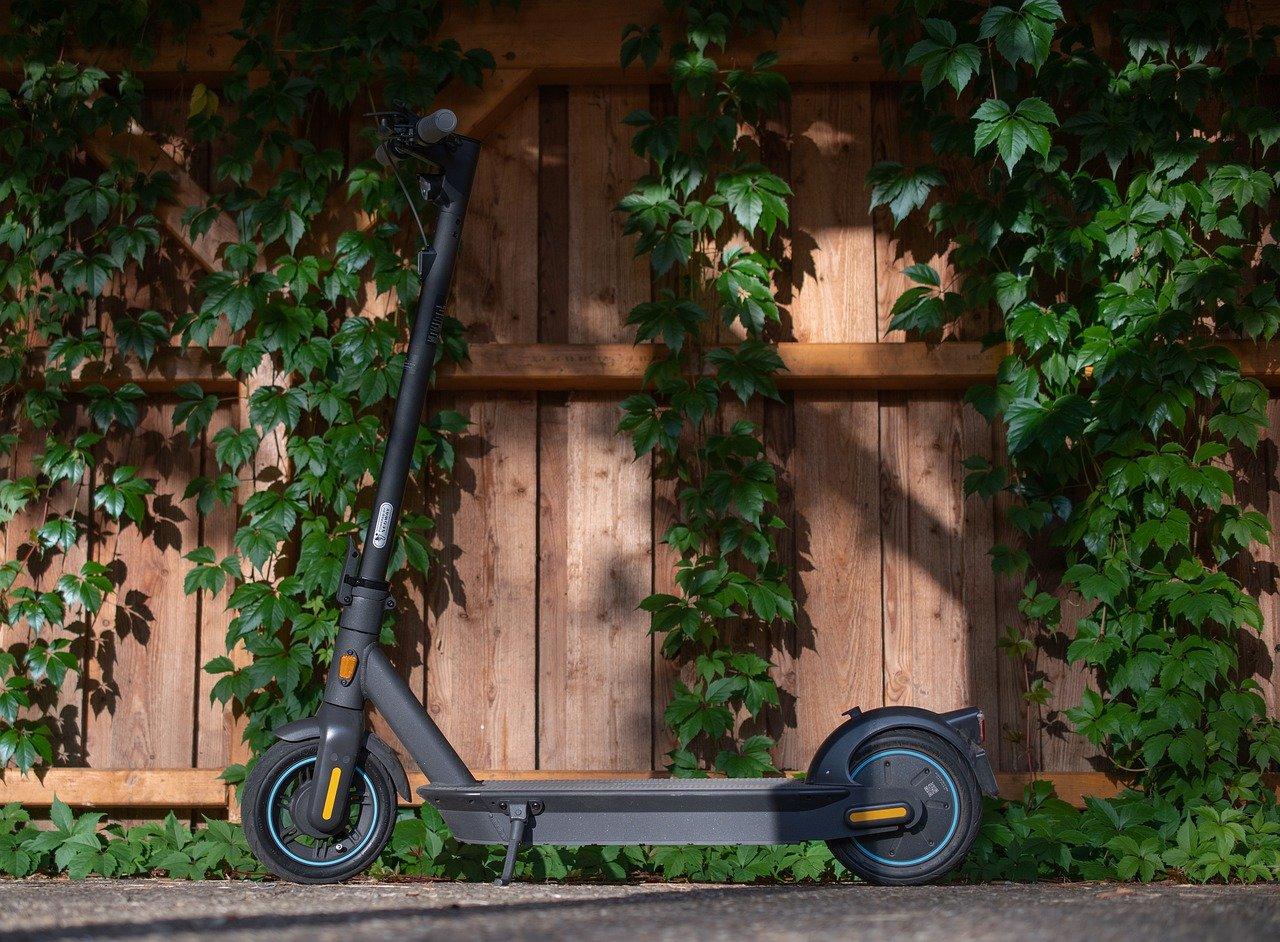 Hulajnogi elektryczne i urządzenia transportu osobistego – czyli nowe przepisy w kodeksie drogowym