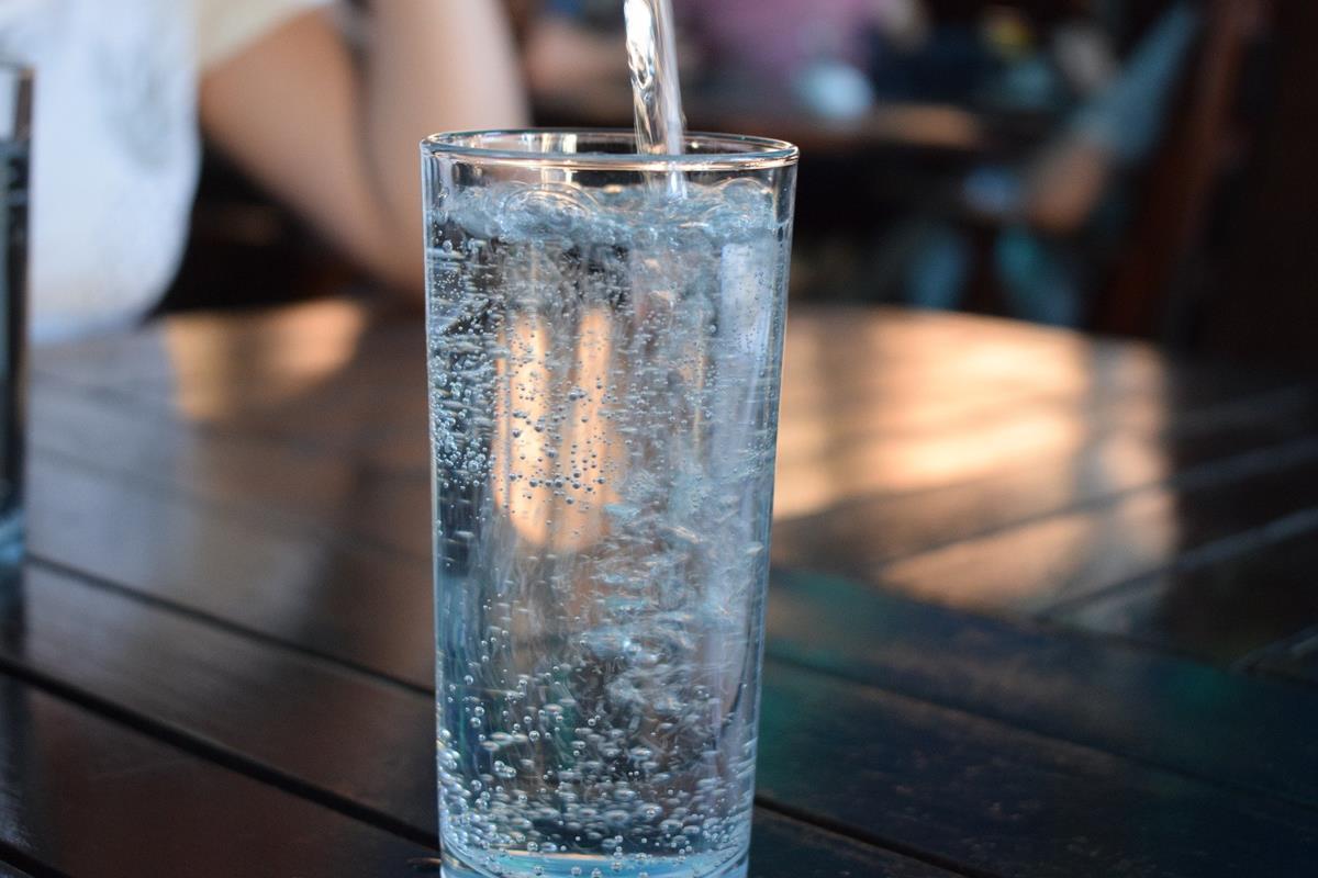 Butelka na wodę z filtrem węglowym – rozwiązanie na każdą okazję!