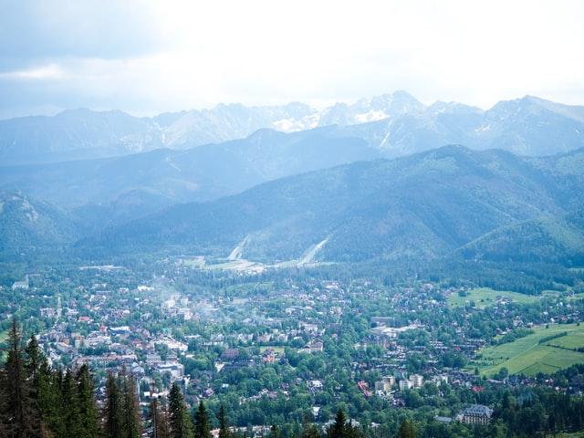 Komfort i styl przytulnych domków turystycznych w Zakopanem